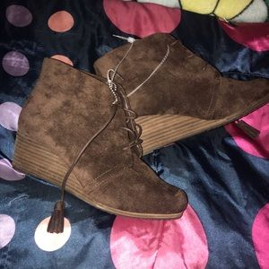 BRAND NEW! Brown Dr. Scholl's ankle booties